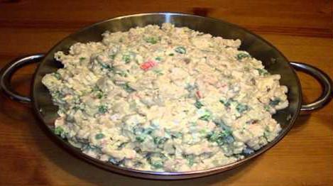 приготовить салат с куриными желудками и фасолью