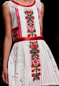 вышивка на женском платье