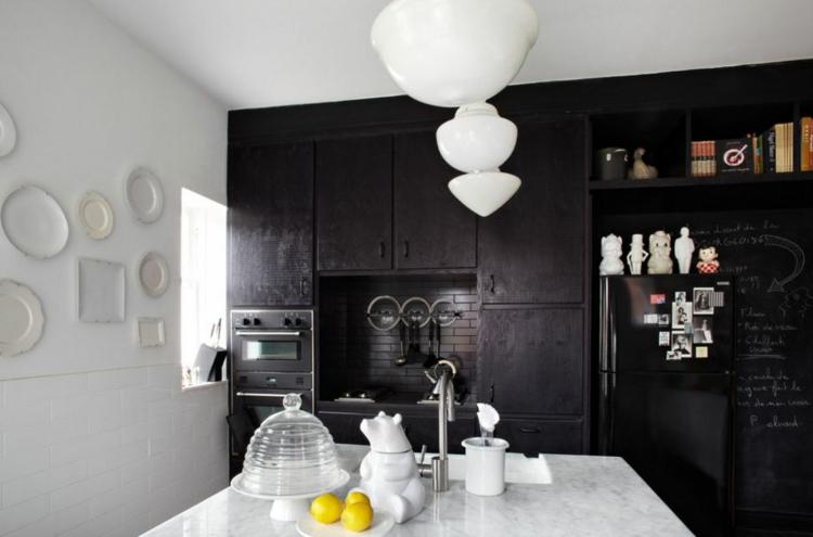 Восхитительная дизайнерская кухня в контрастных цветах
