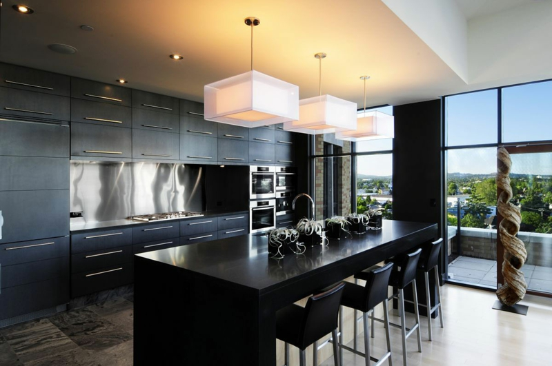 черно белая угловая кухня