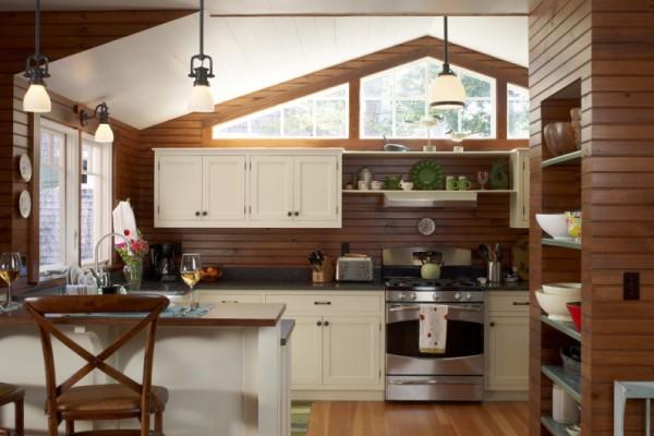 Дизайн кухни на даче с деревянными стенами